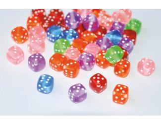 Plastové korálky ve tvaru hracích kostek